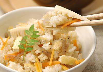 ゆたかな水にかがやく実りというキャッチフレーズのお米。みずかがみは、近江米の新品種として時の知事も応援していた環境こだわり農作物です。